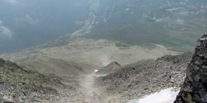 Blick vom Gipfel in die Tiefe