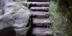 Stufen zu den Schwedenlöchern
