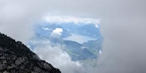Blick durch ein Wolkenfenster