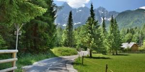 Radweg in den Alpen