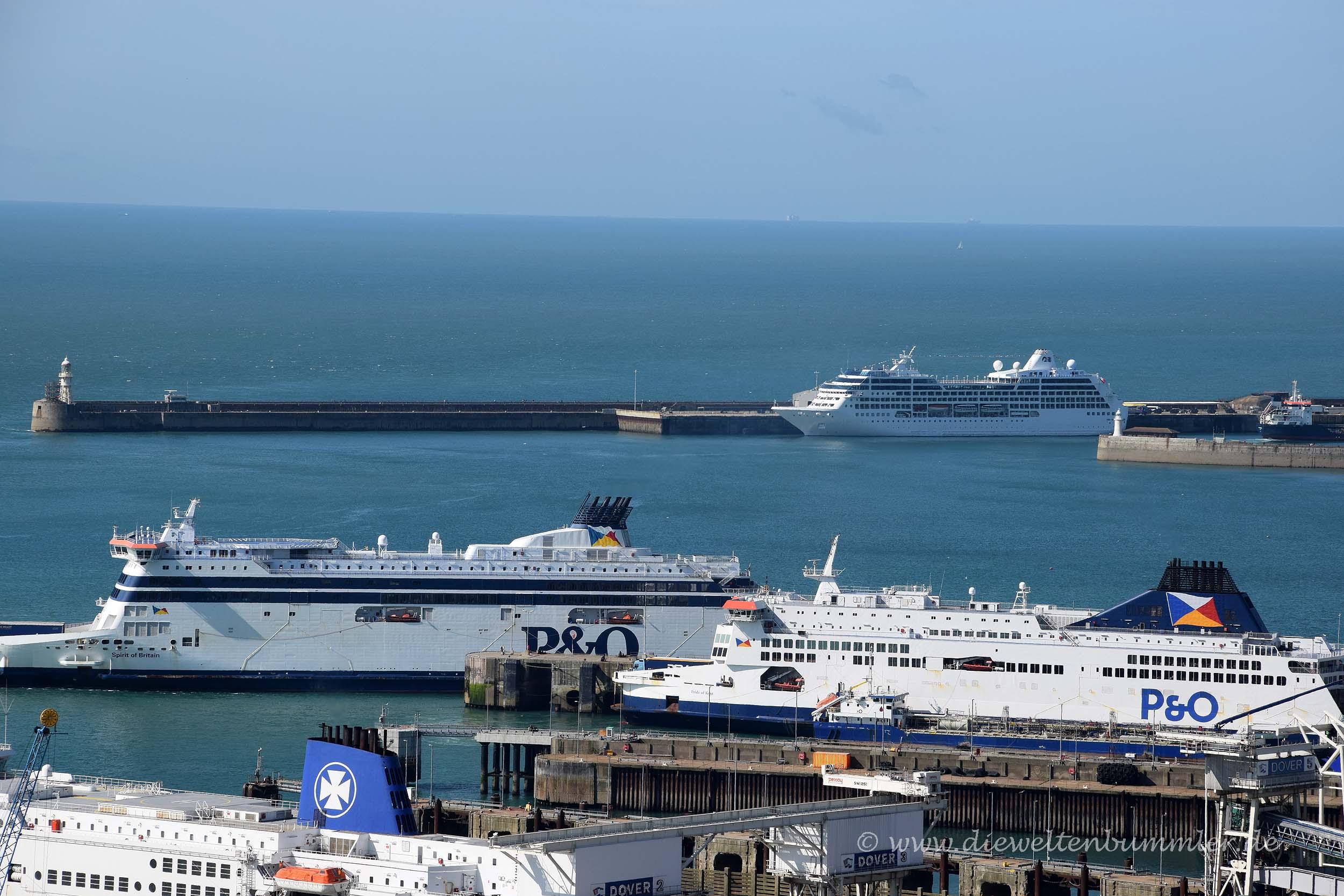 Fähren im Hafen von Dover