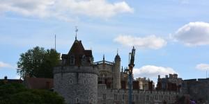 Flugzeug über Windsor Castle
