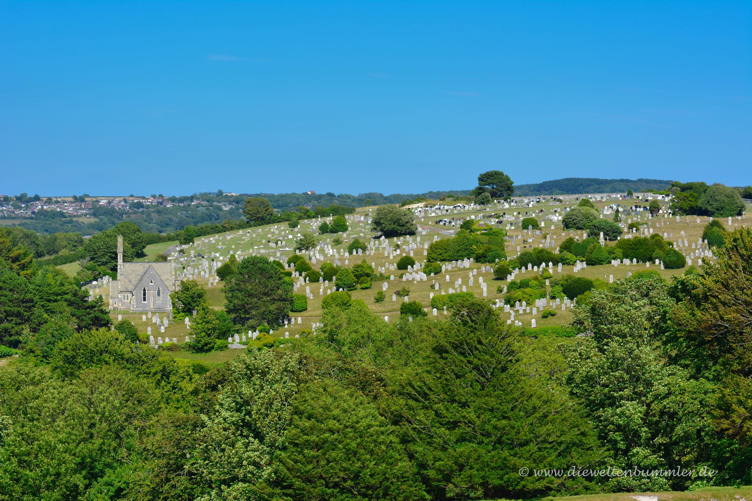 Hügel mit Friedhof