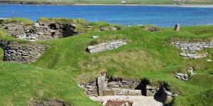 Skara Brae an der Küste von Mainland
