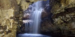 Wasserfall in der Smoo Cave