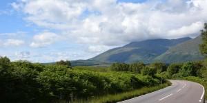 Landstraße in den Highlands