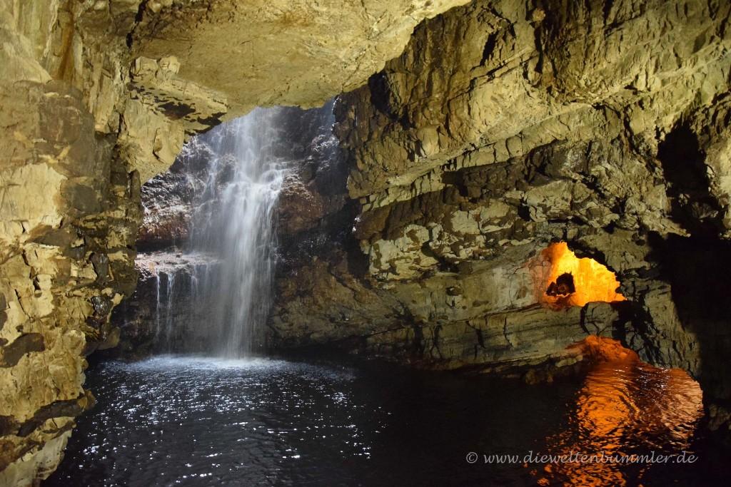 Wasserfall in der Höhle