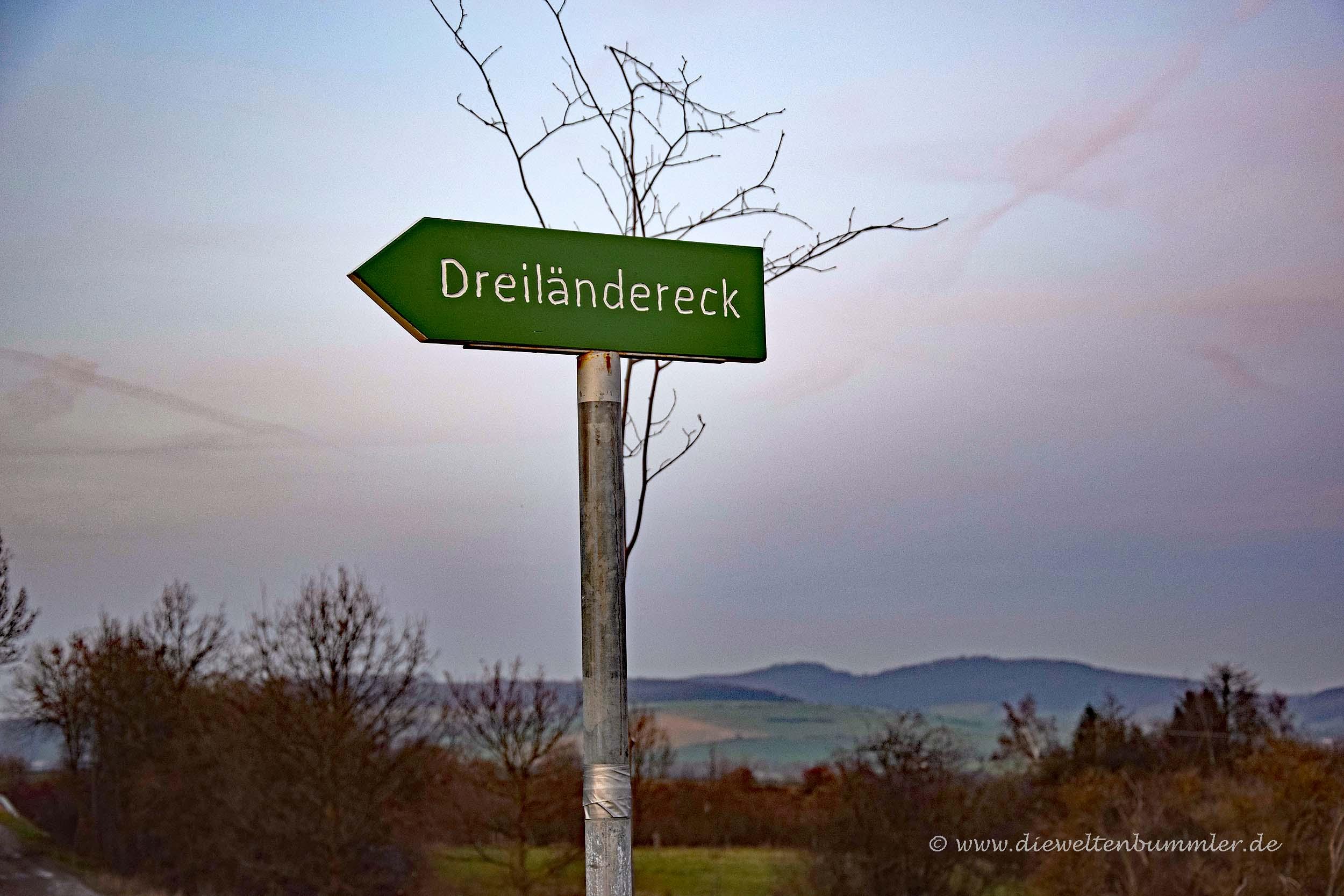 Wegweiser zum Dreiländereck