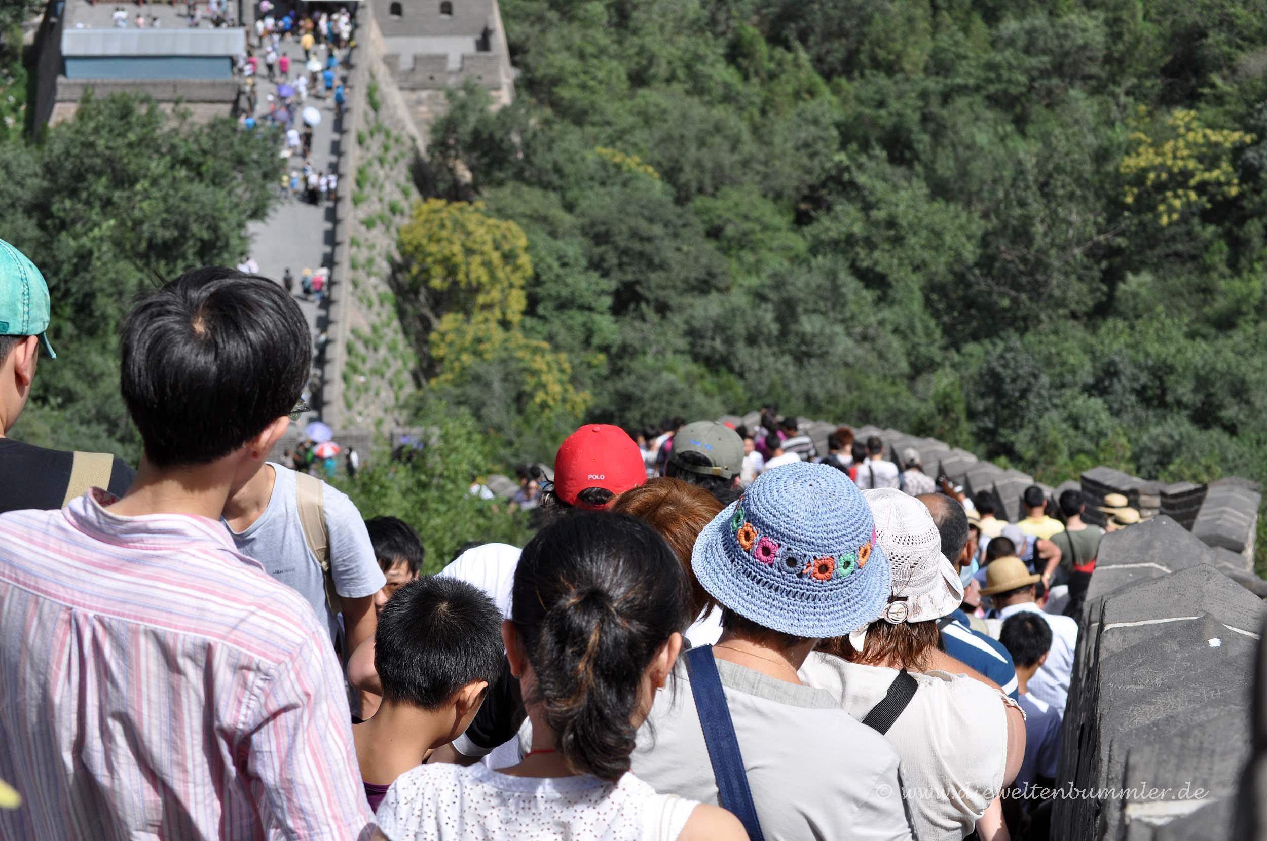 Viele Menschen auf der Chinesischen Mauer