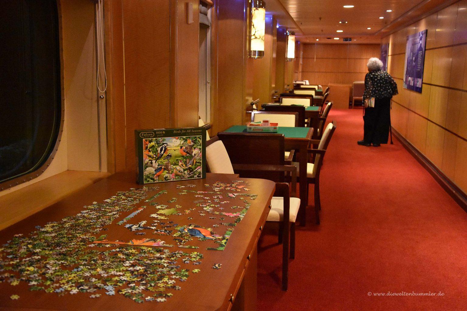 Spieltische und Puzzle