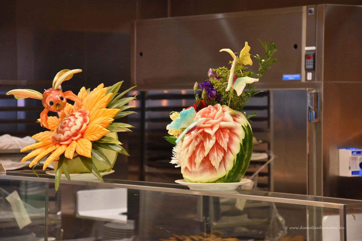 Kunstvoll geschnitzte Melone