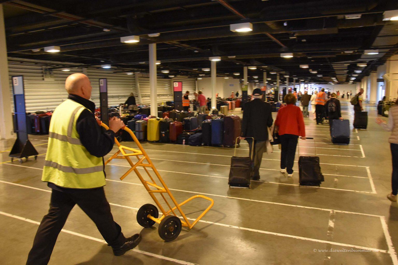 Im Terminal gibt es die Koffer