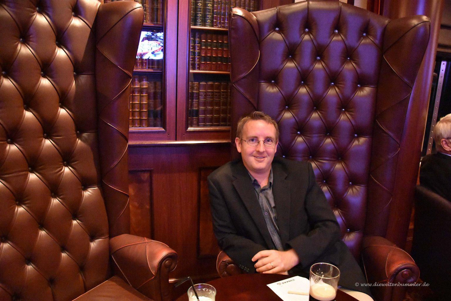 Michael Moll im sehr hohen Stuhl
