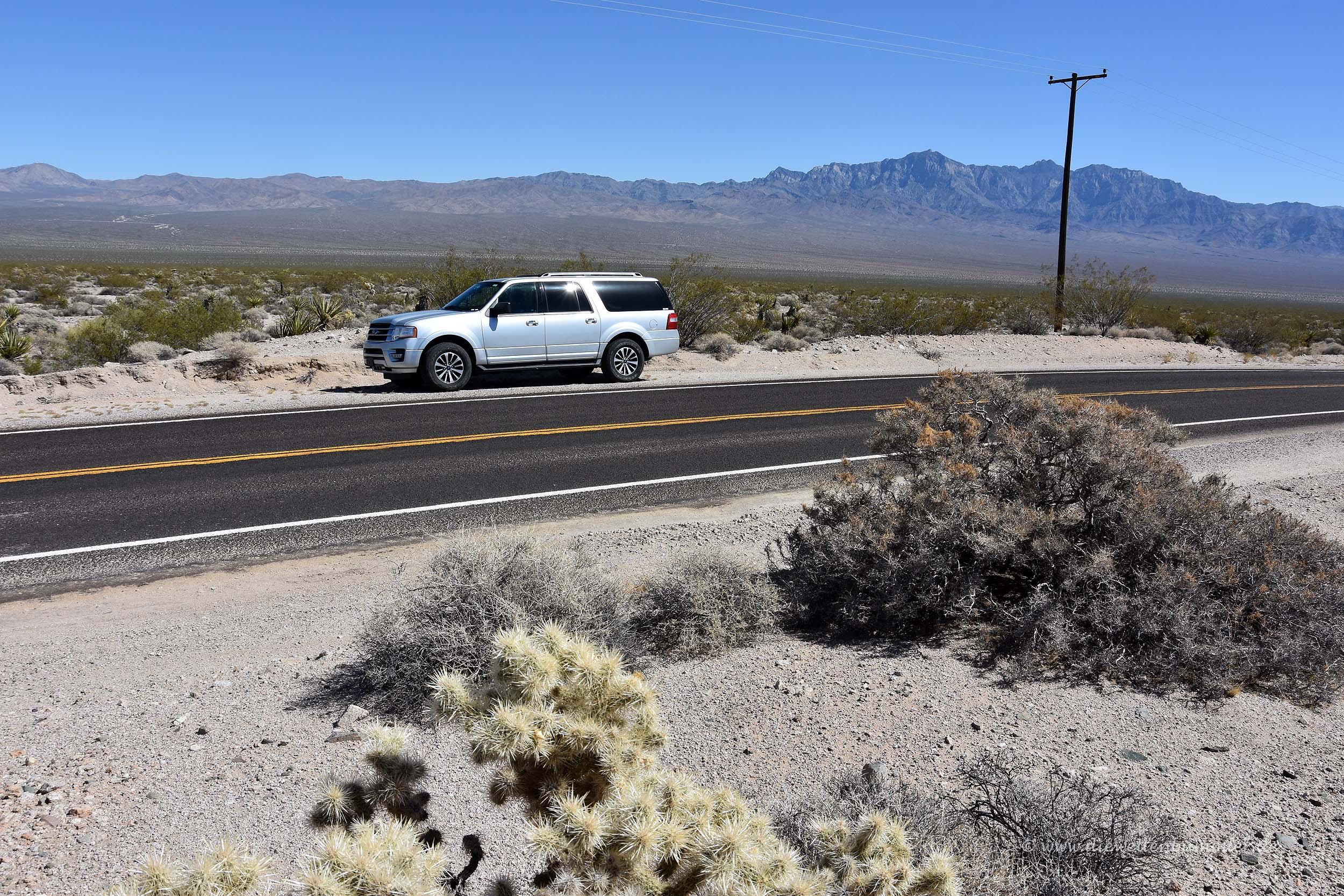 SUV in der Wüste