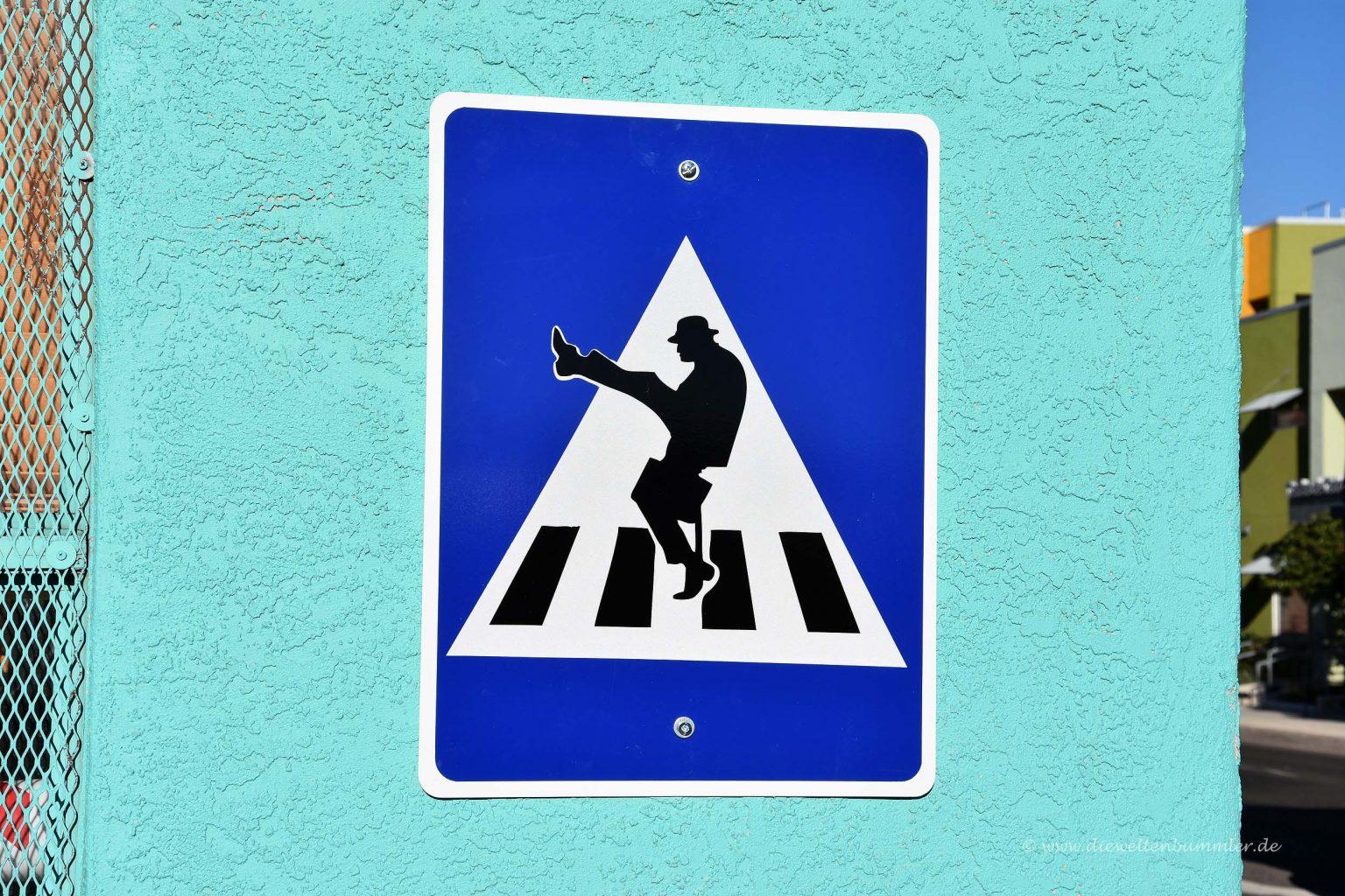 Schild von Monty Python