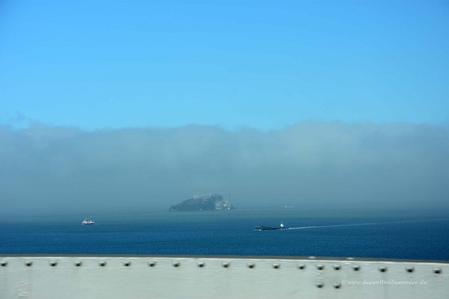 Alcatraz verschwindet im Nebel