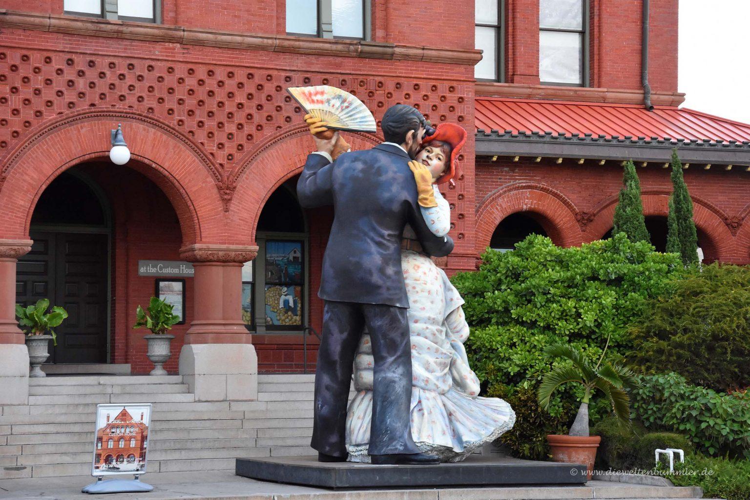 Skulptur vor dem Kunstmuseum
