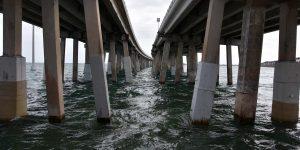 Brücke zwischen der Inselkette