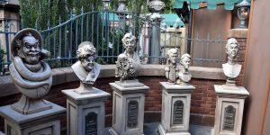 Skulpturen am Geisterhaus