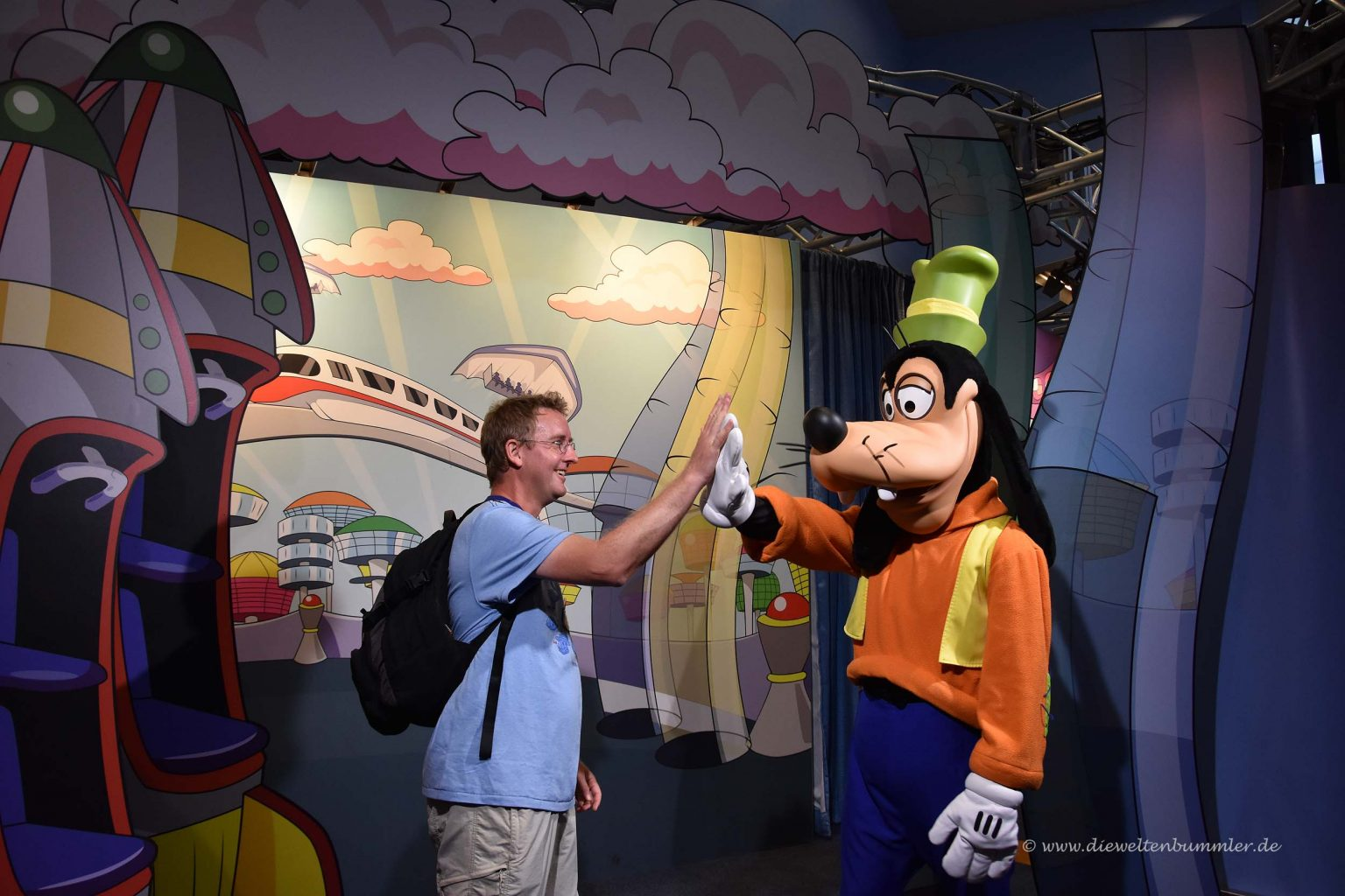 High Five mit Goofy