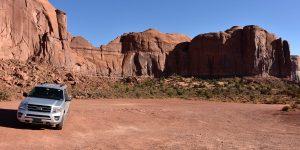 SUV im Monument Valley
