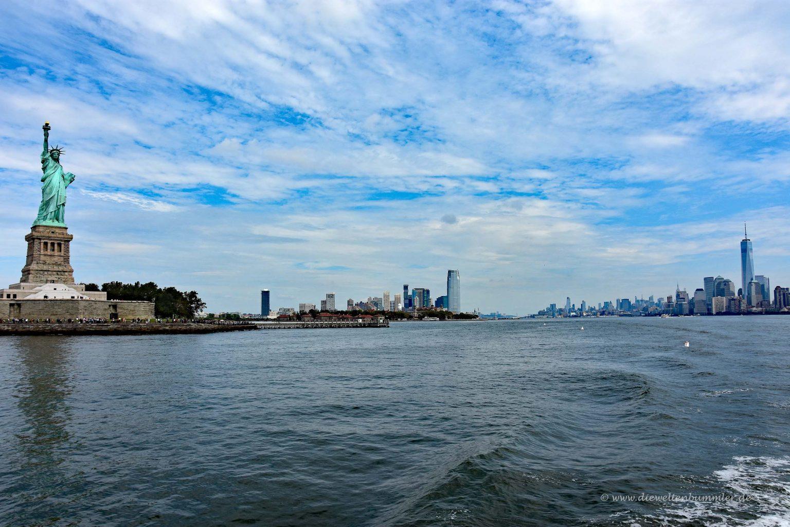 Freiheitsstatue mit New Jersey und NY