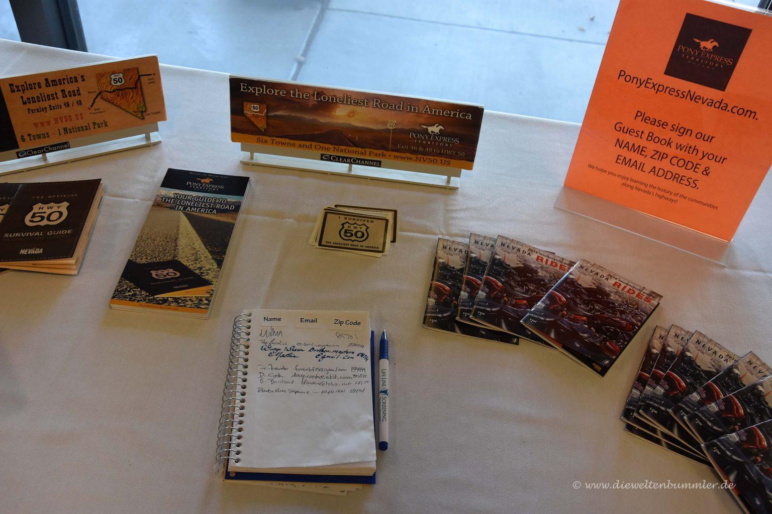 Gästebuch in der Tourismusinformation