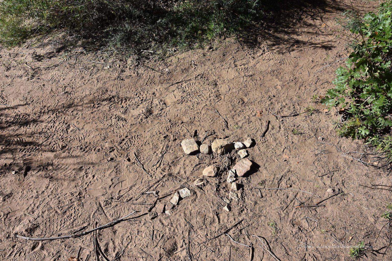 Wegweiser aus Steinen