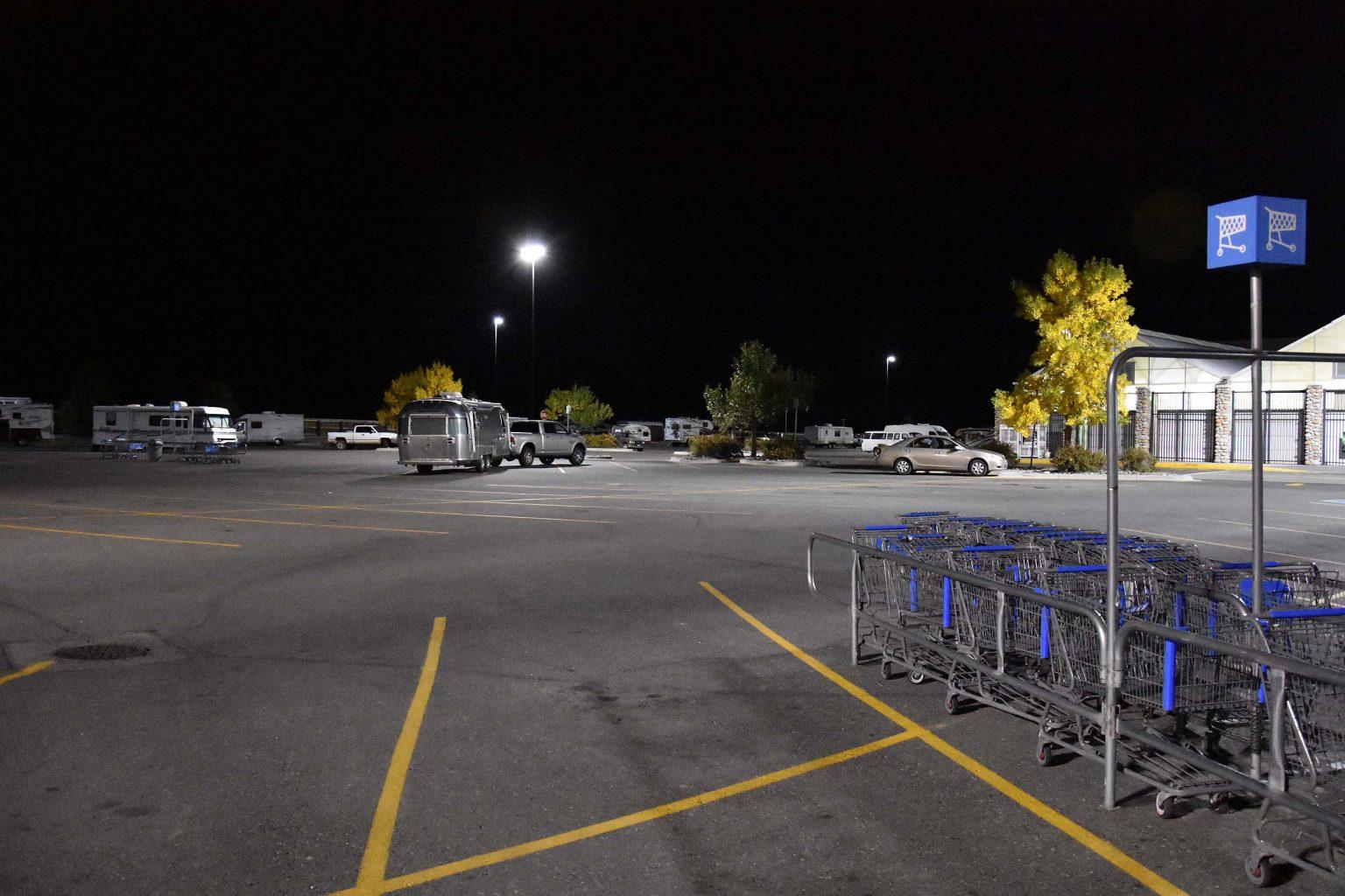Übernachten neben den Einkaufswagen