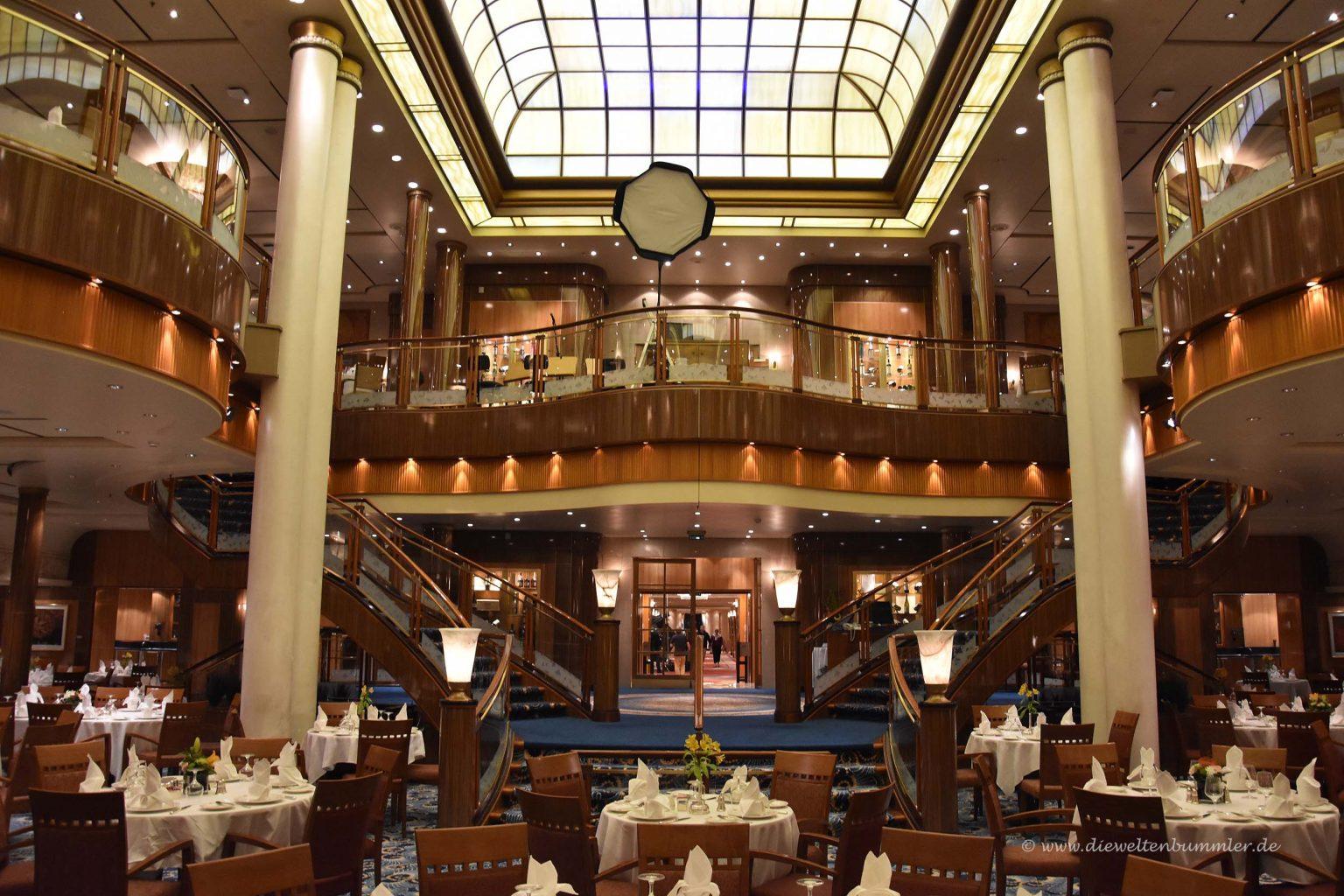 Das Restaurant erstreckt sich über zwei Decks
