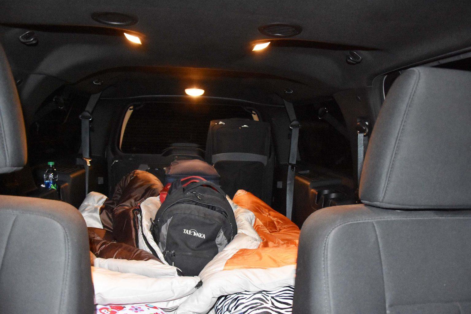 Rechts und links die Schlafsäcke