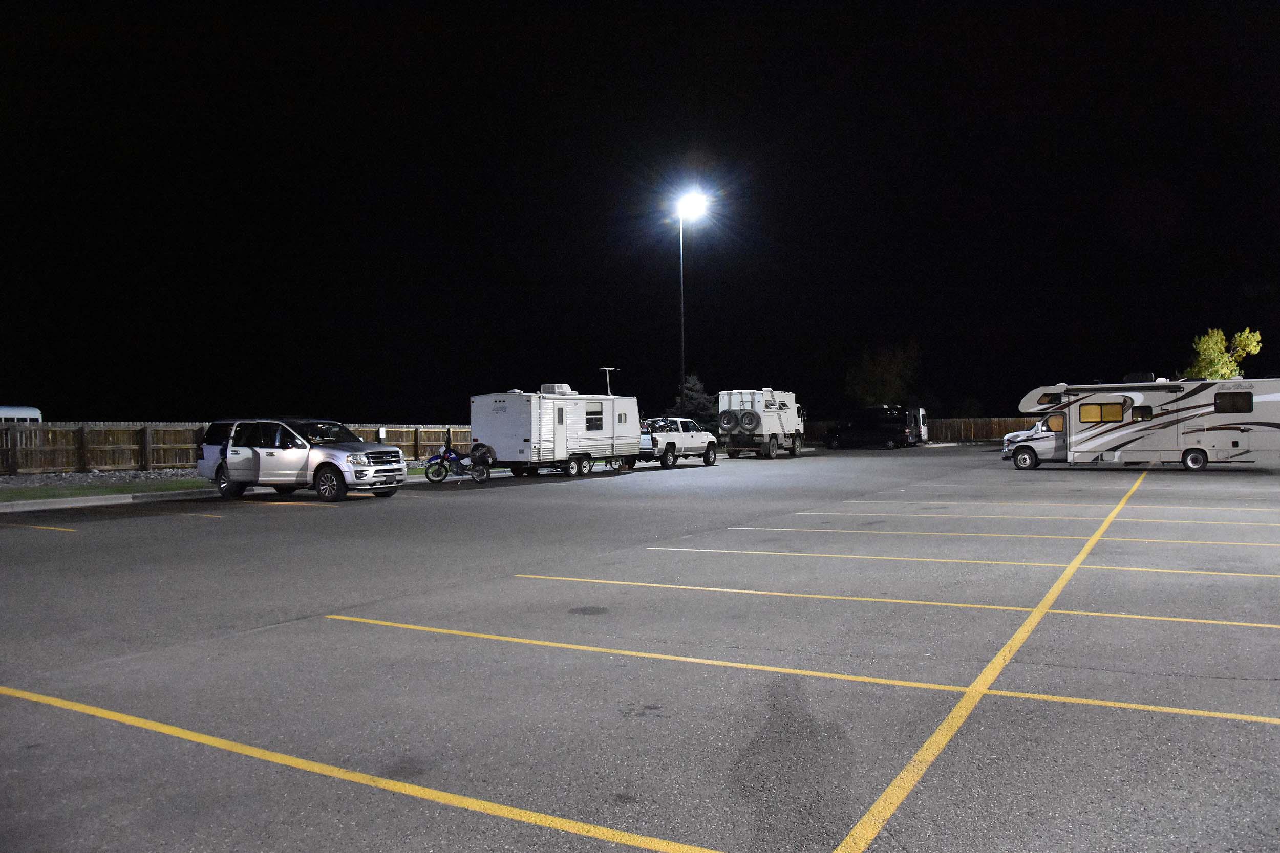 Walmart-Parkplatz am späten Abend