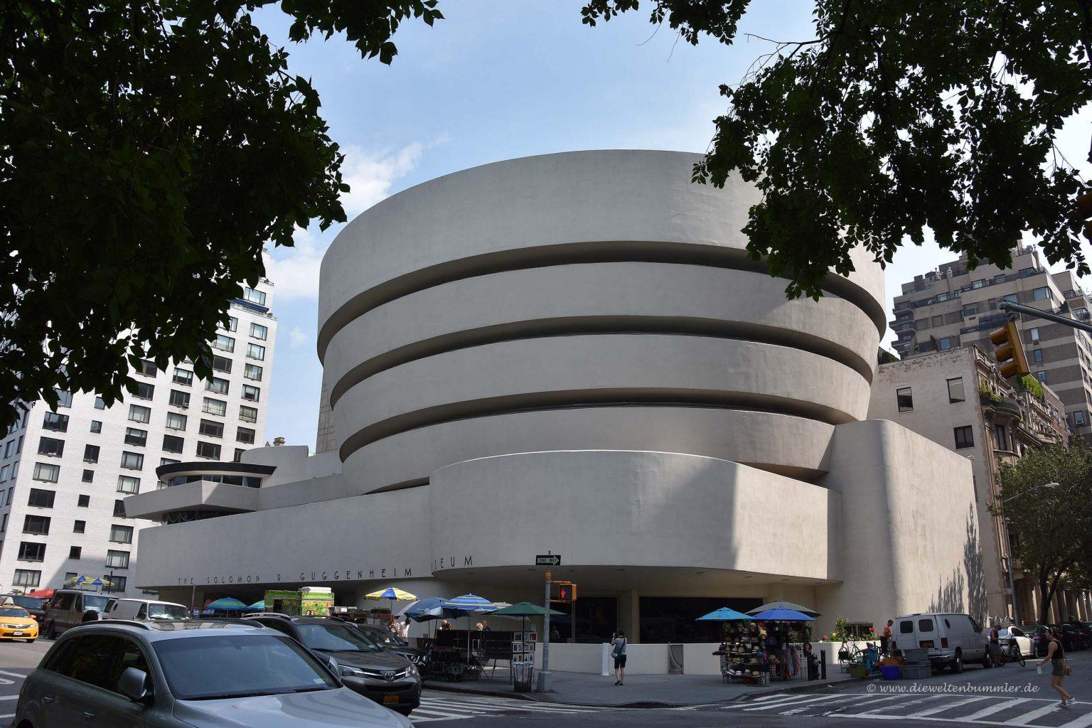 Guggenheim-Museum an der Ostseite des Parks