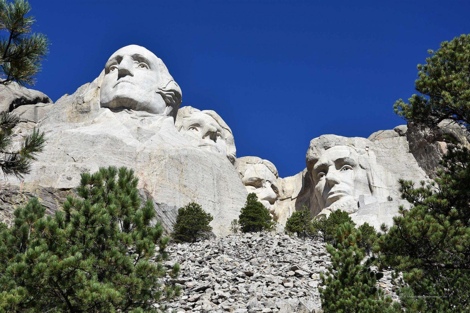 Mount Rushmore von unten