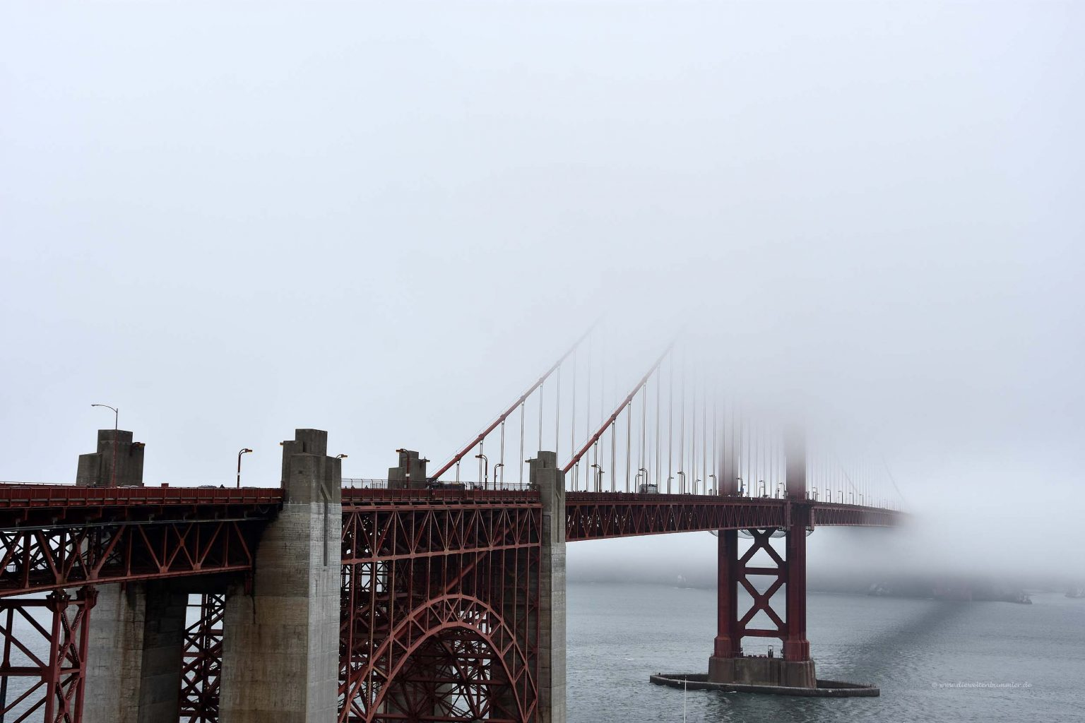 Vernebelte Golden Gate Bridge