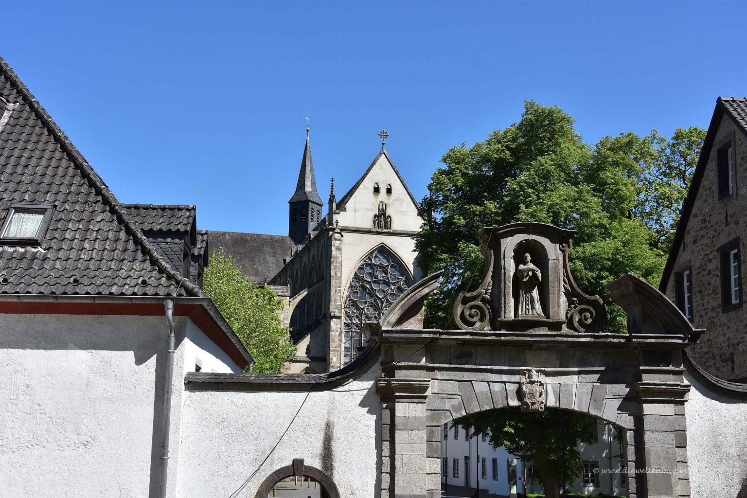 Portal am Altenberger Dom