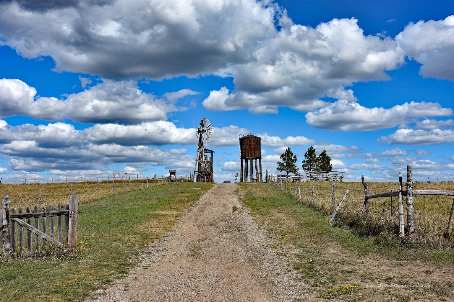 Windrad und Wasserturm