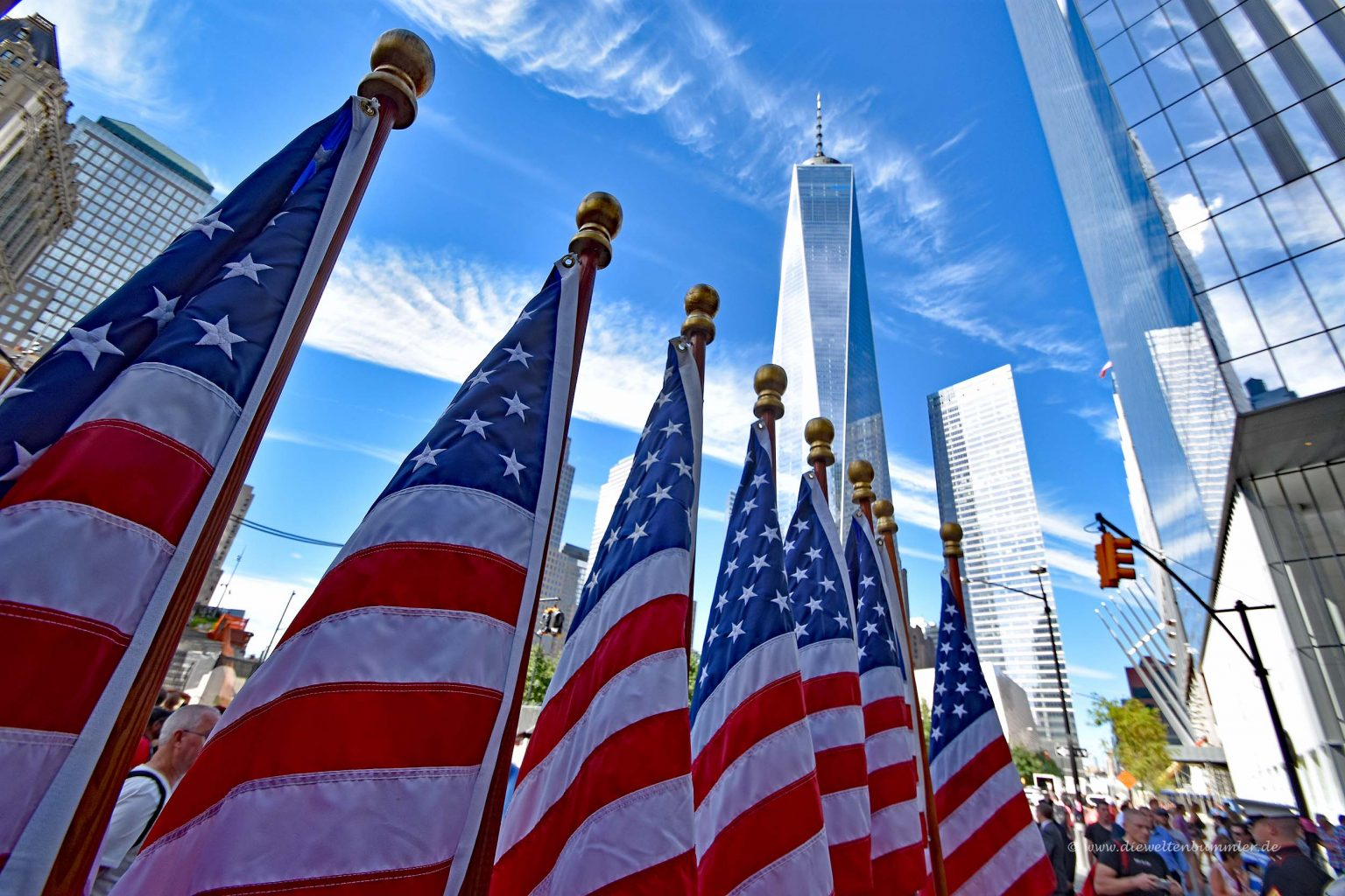 Amerikanische Flaggen vor dem WTC