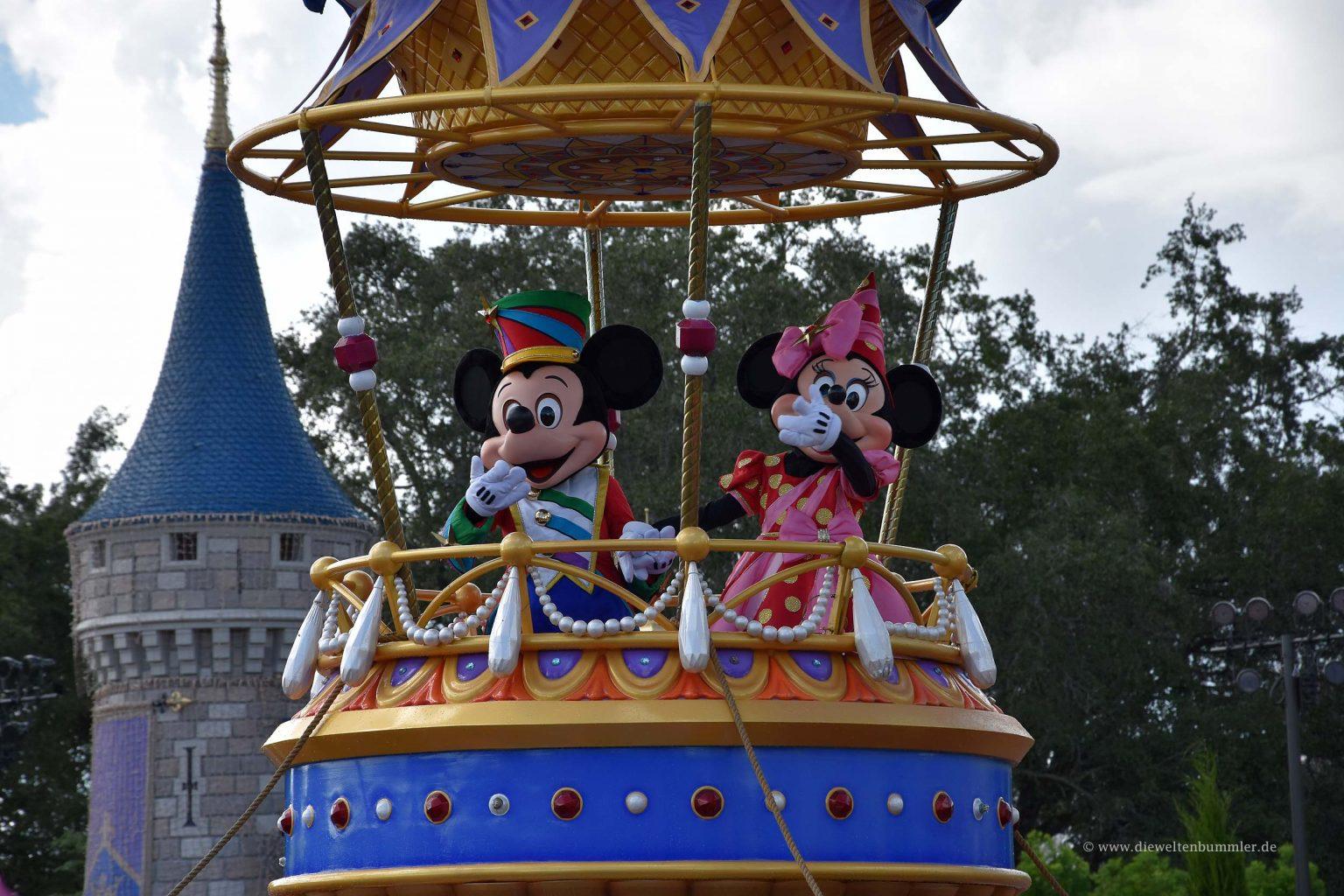 Micky und Minnie bei der Parade