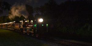 Zugfahrt in der Dunkelheit