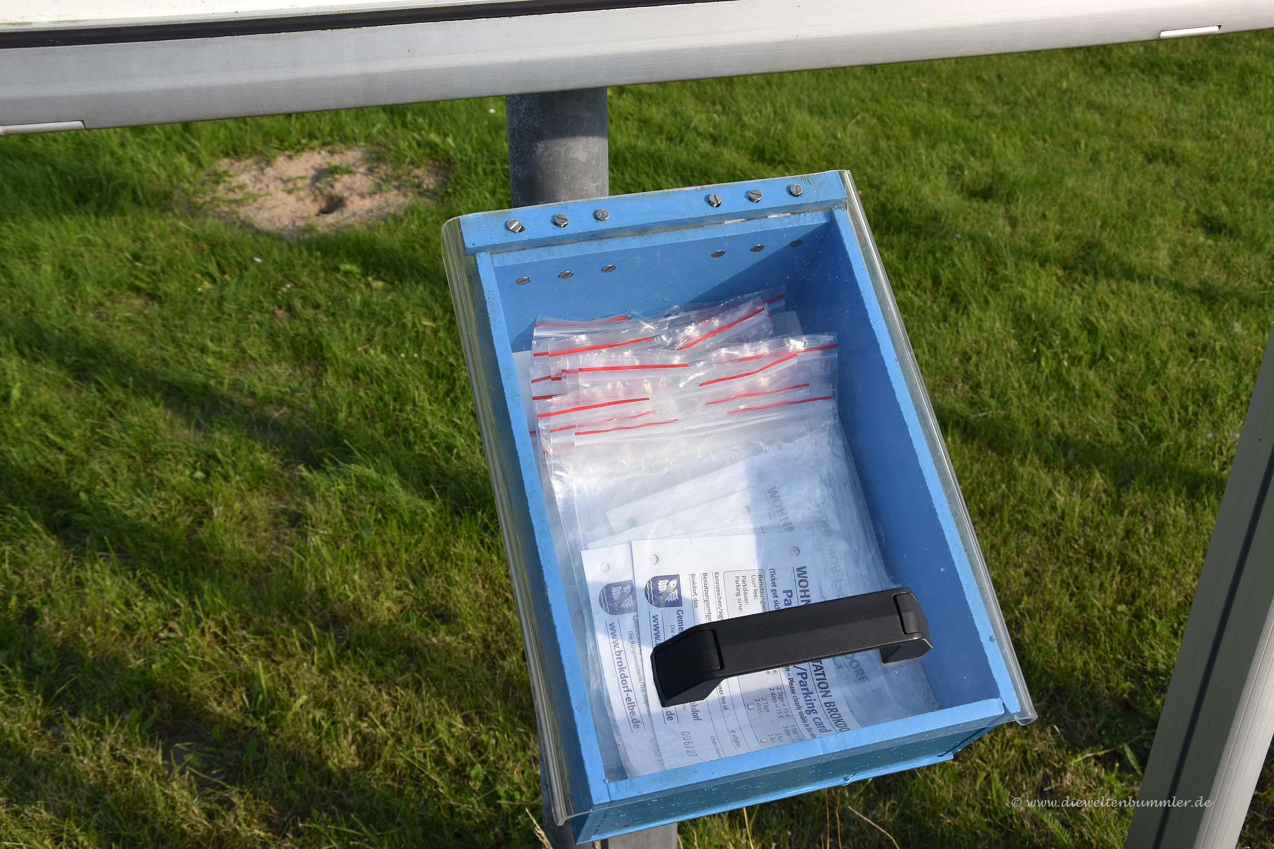 Briefumschläge am Wohnmobilstellplatz