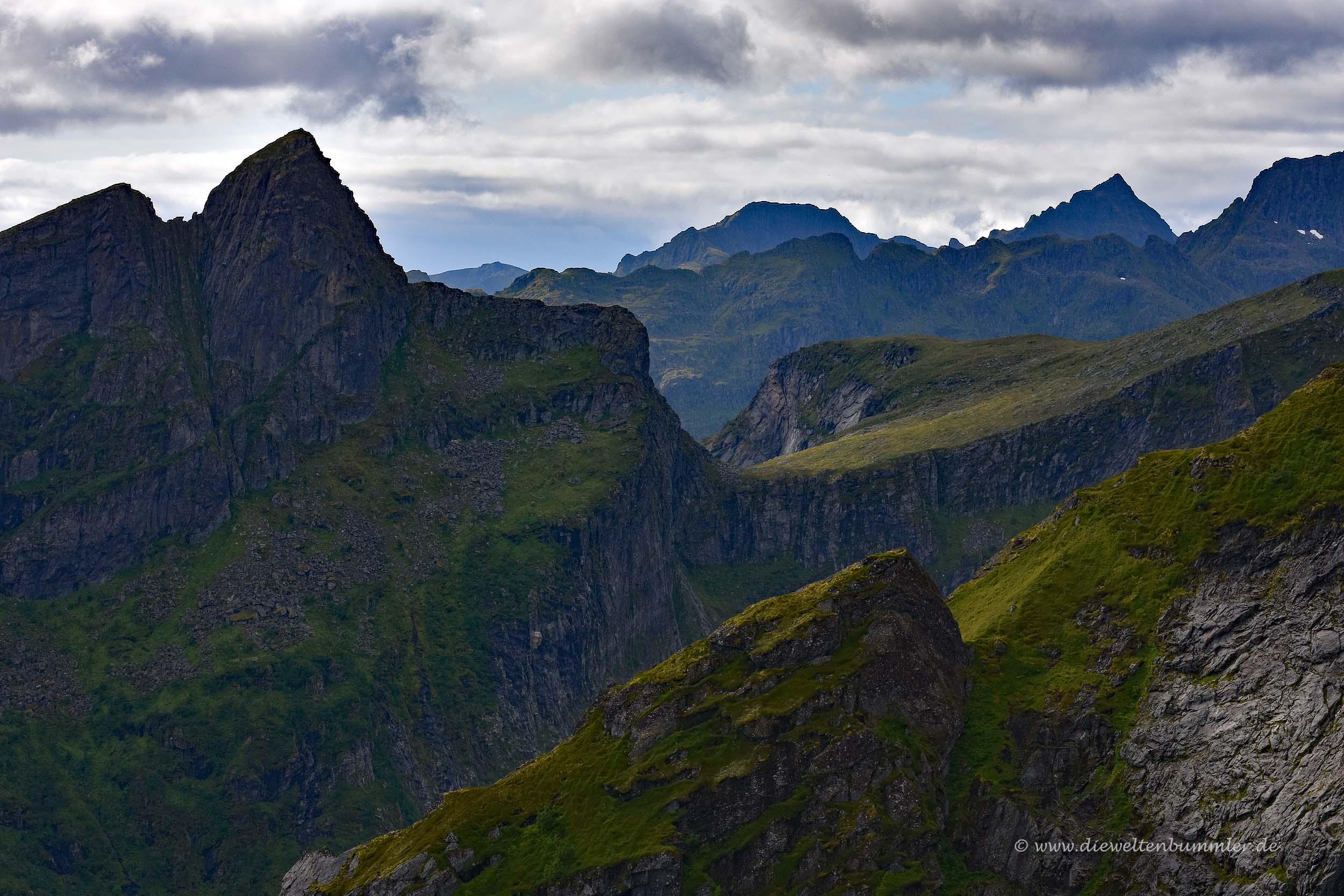 Berggipfel der Lofoten
