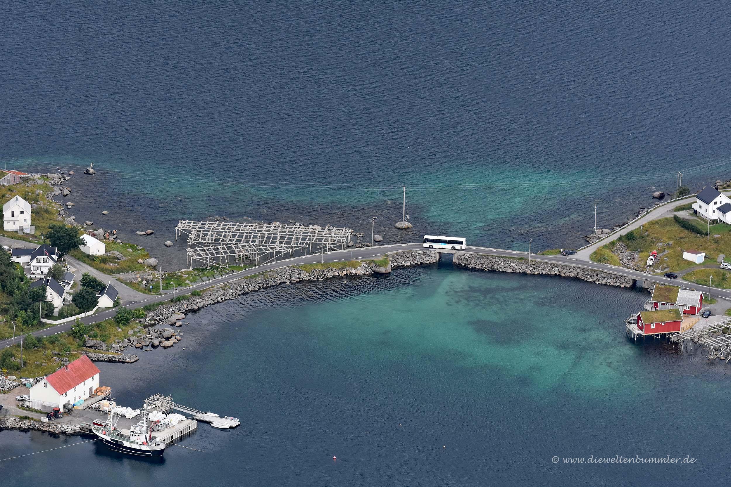 Brücke zwischen den Inseln von Reine