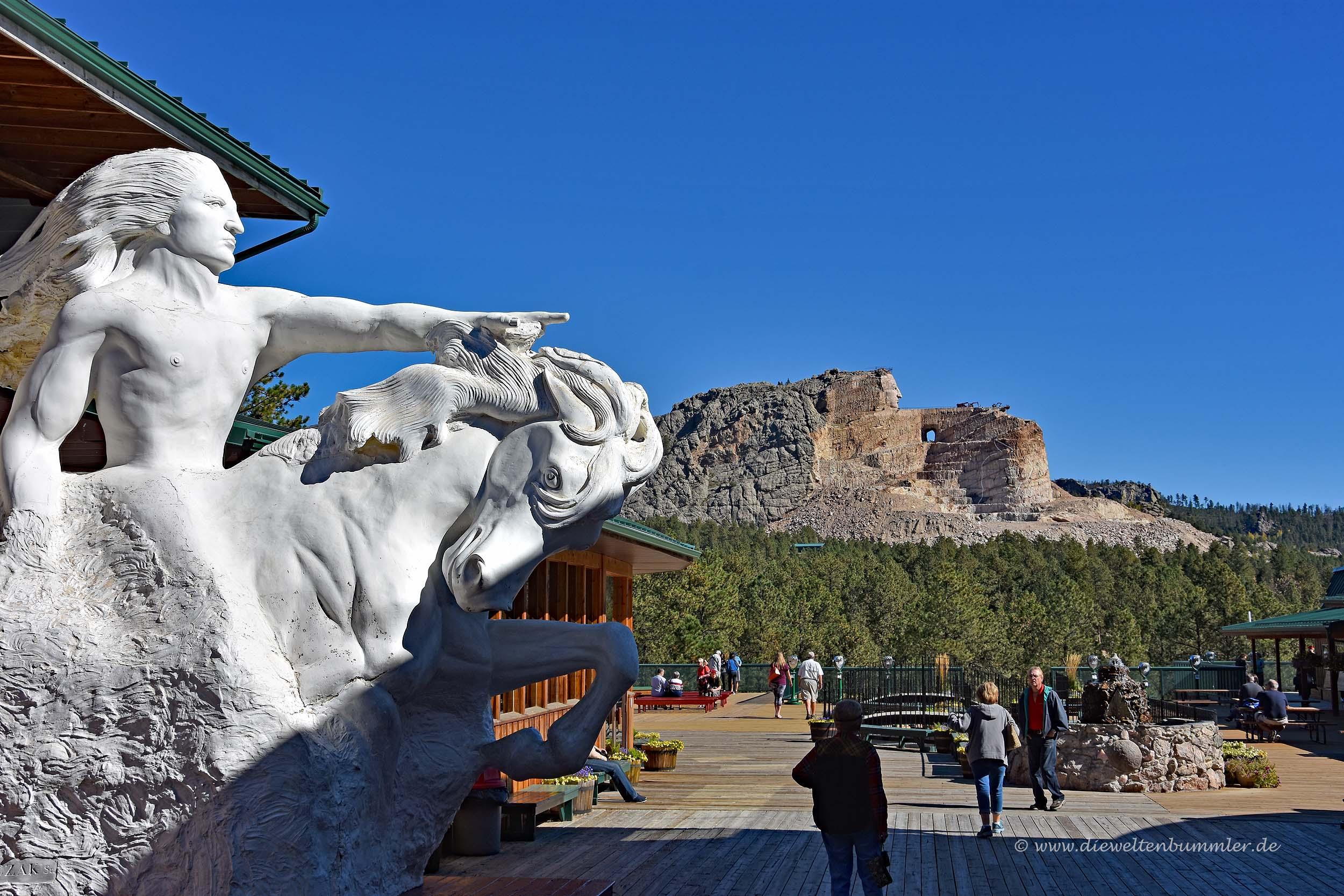Crazy Horse in Miniatur und als Monument