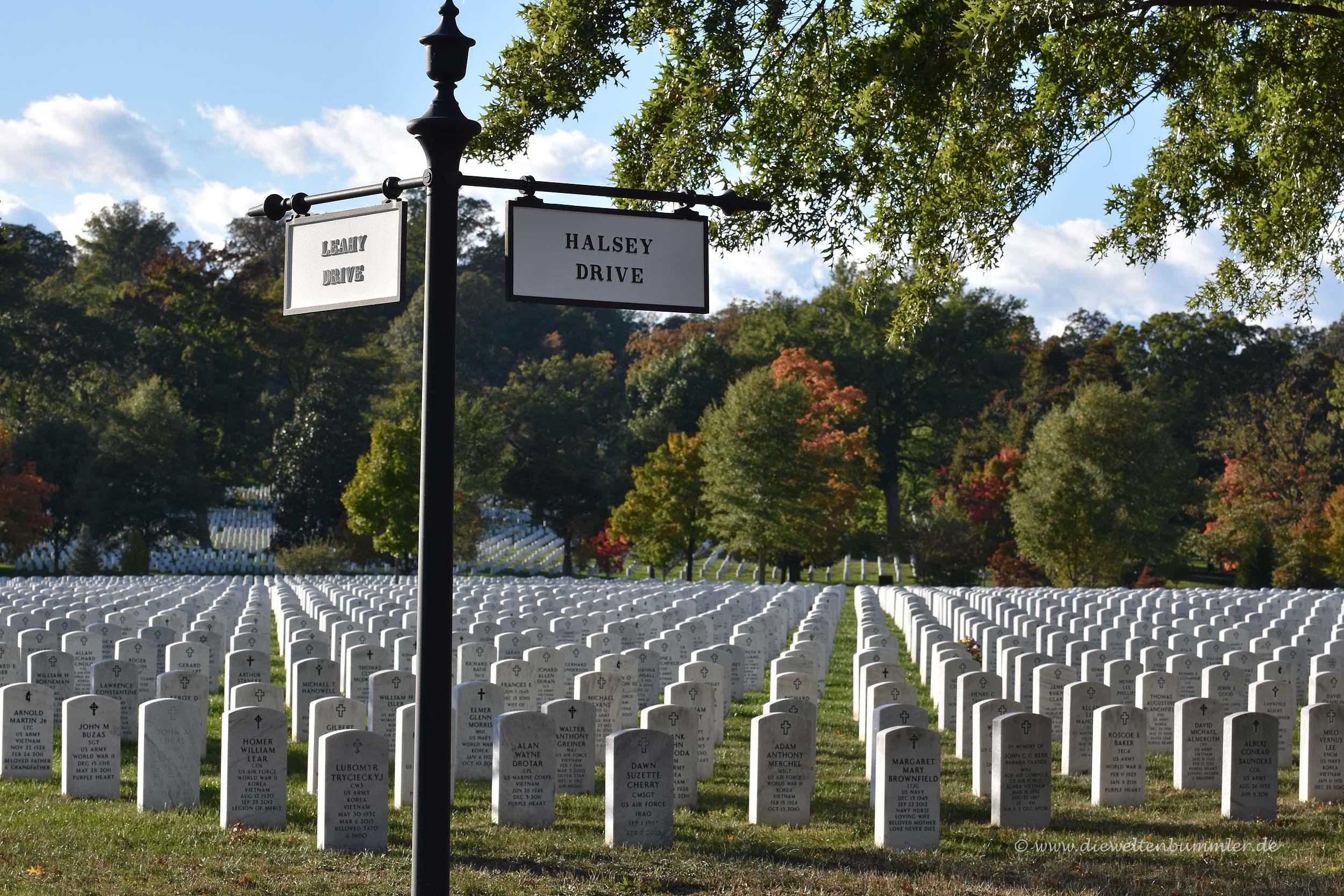 Der Nationalfriedhof braucht wegen seiner Größe eigene Straßen