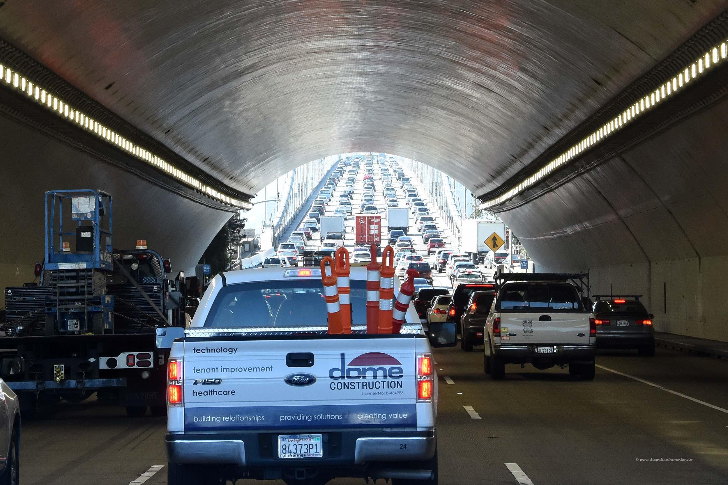 Fünfspurig durch den Tunnel