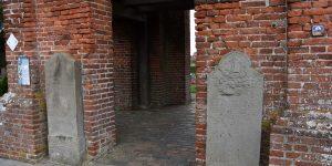 Grabsteine am Glockenturm
