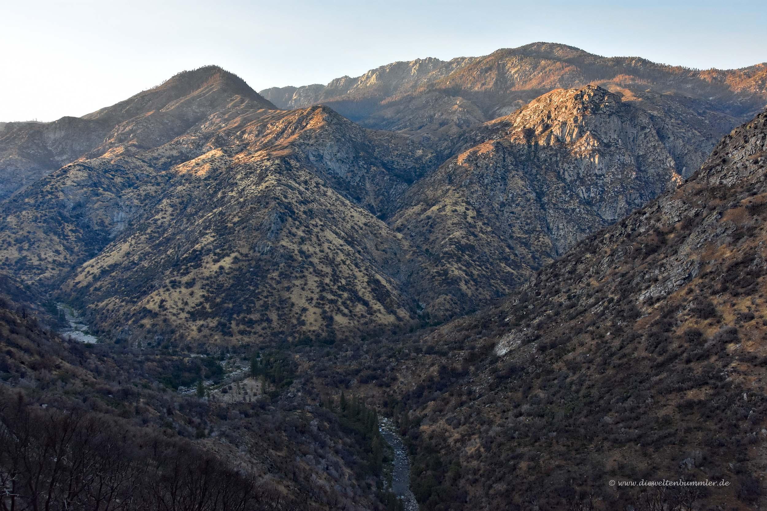 Hügel der Sierra Nevada