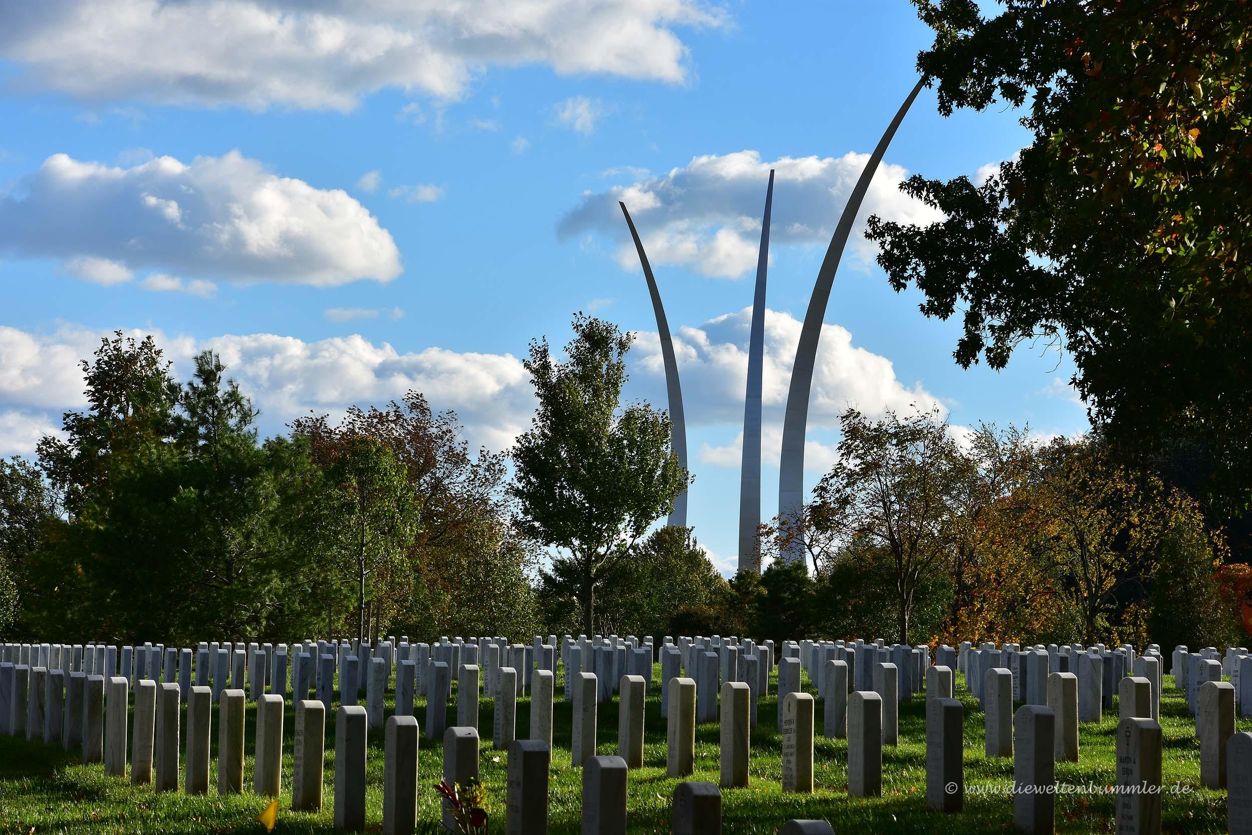 Im Hintergrund das Airforce Memorial