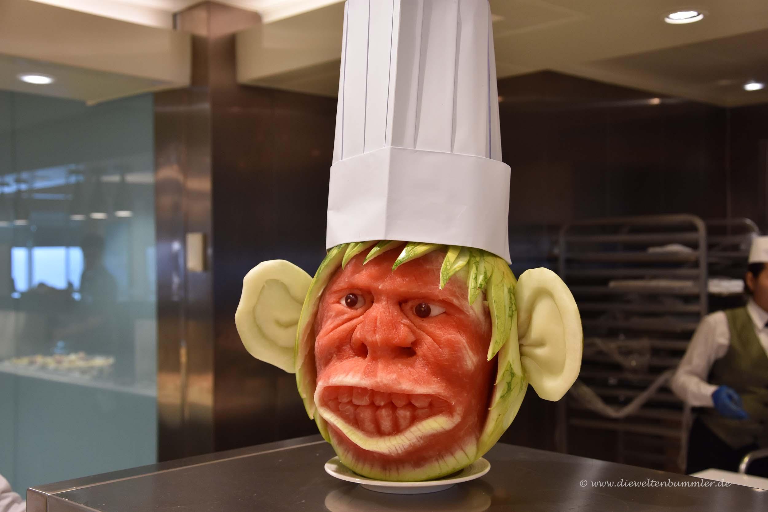 Liebevoll geschnitzte Melone
